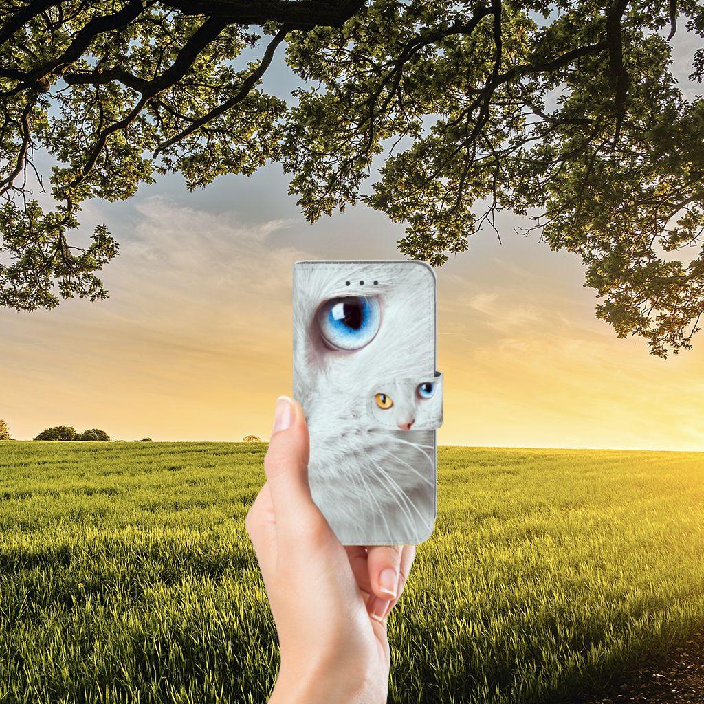 Samsung Galaxy J3 2016 Telefoonhoesje met Pasjes Witte Kat