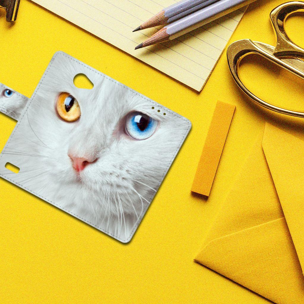 LG Bello 2 Telefoonhoesje met Pasjes Witte Kat