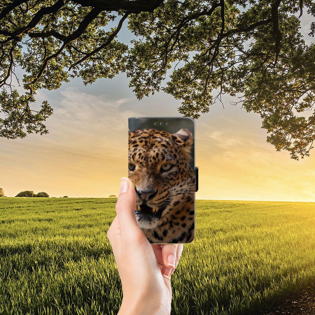 Samsung Galaxy J5 (2015) Telefoonhoesje met Pasjes Luipaard