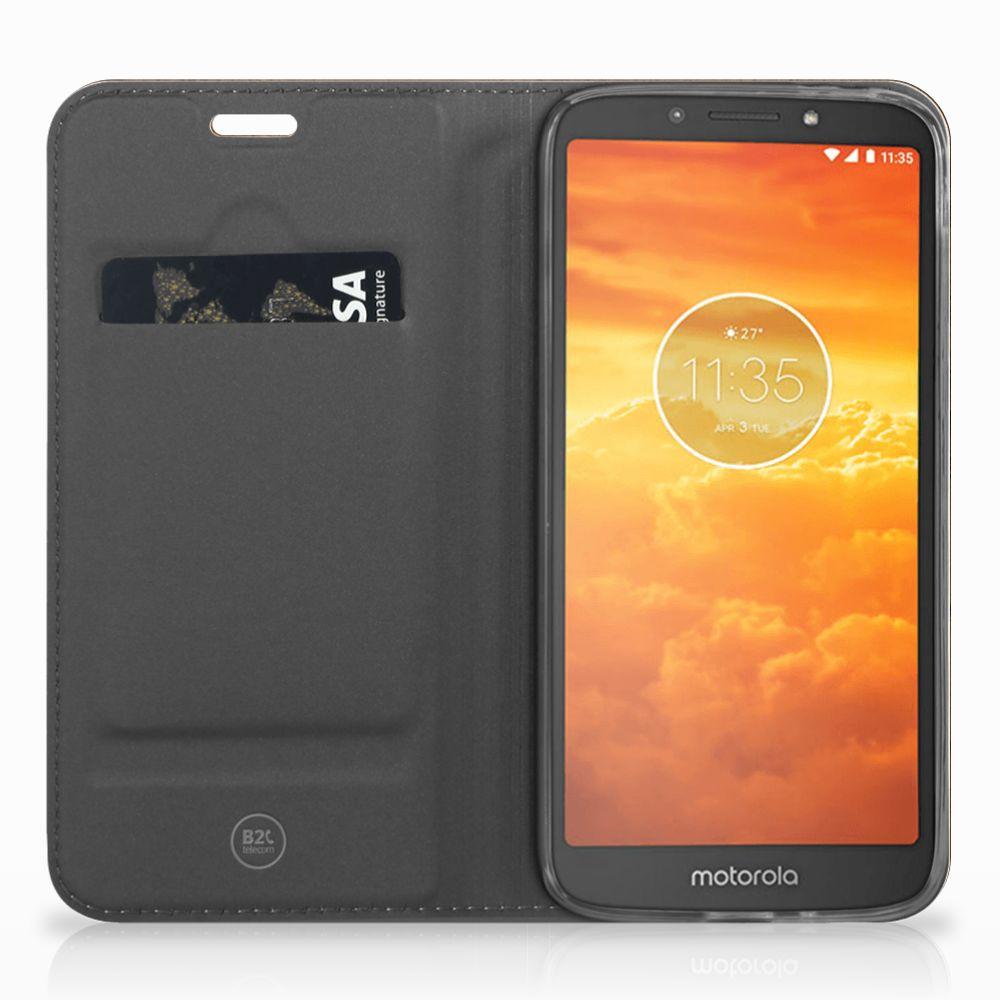 Motorola Moto E5 Play Uniek Standcase Hoesje Donker Hout