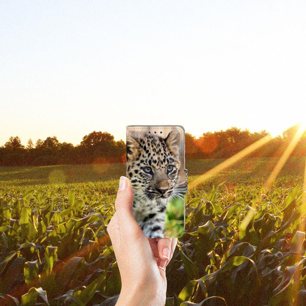 Samsung Galaxy A3 2015 Telefoonhoesje met Pasjes Baby Luipaard