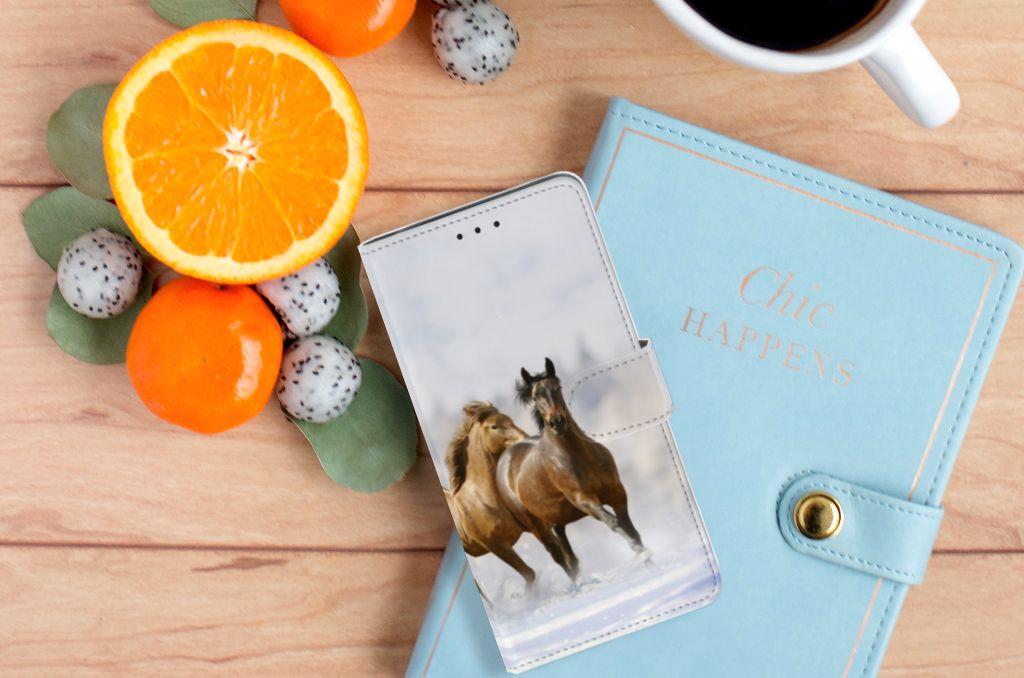 Samsung Galaxy J6 Plus (2018) Telefoonhoesje met Pasjes Paarden
