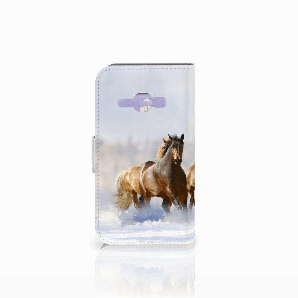 Samsung Galaxy J1 2016 Telefoonhoesje met Pasjes Paarden